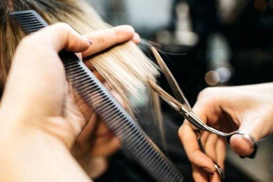 tagliare capelli regolarmente