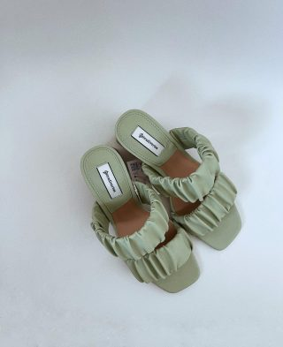 #summerfashiontips // comode e perfette per questa stagione estiva. Si o no?   #shoes #stradivariusshoes