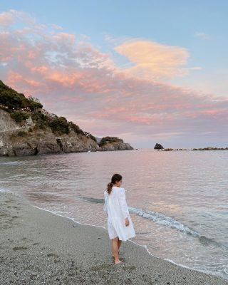 Tramonto // Piccole e semplici cose che mettono di buon umore ✨  #sunset #monterosso