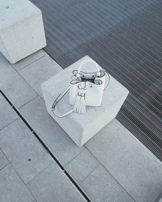Mini bag con solo l'essenziale ✨  #igmilano #ootd #milanstreetstyle