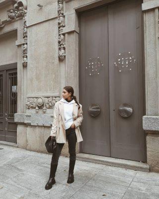 5 𝙩𝙚𝙣𝙙𝙚𝙣𝙯𝙚 𝙖𝙪𝙩𝙪𝙣𝙣𝙤-𝙞𝙣𝙫𝙚𝙧𝙣𝙤 2020/21 1) chunky boots 2) jeans vita bassa 3) catene sia come accessori che su borse e scarpe 4) frange su abbigliamento e accessori 5) maniche a palloncino Qual è la vostra tendenza preferita tra le 5? 😊 . . #tendenzemoda#outfitoftheday#milanstreetstyle#outfitideas#igersitalia#igmilano#lookoftheday#ootdshare#ootd#streetwear#ideelook#igersmilano