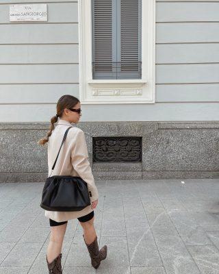 #ideeoutfitdivg // adoro l'abbinamento blazer over e ciclisti.   Questo è un look che avevo scattato un po' di tempo fa, ora lo riproporrei con un bel sandalo al posto degli stivali!   Che ne dite? Promosso questo look?   #ideaoutfit #idealook #consigliomoda