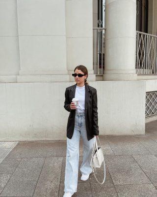 #ideeoutfitdivg // nel mio armadio non possono mancare un bel jeans, una T-shirt oversize e un blazer nero.   Forse un po' scontato? Beh, sono sicuramente i capi basic che salvano tantissimi look e che stanno bene proprio con tutto.   Qual è il capo che non può mancare nel tuo guardaroba?   #fashiontips #ootd #outfitoftheday #igmilano #milano #igersmilano